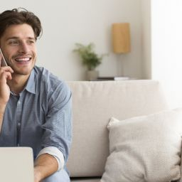 Man remote working cloud telephony collaboration profesionnal call