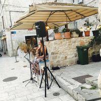 Daniela-singing