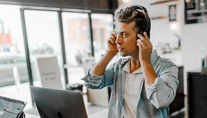 headset phone call